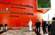 Honorable presidente Bill Clinton visitando la Academia Americana GEMS en Abu Dhabi