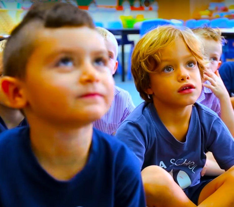 Neue Eltern ziehen in die VAE um? Auswahl der besten Schule in den Emiraten. Wir bekommen Top-Tipps von Zara Harrington, Schulleiterin der Safa British School.