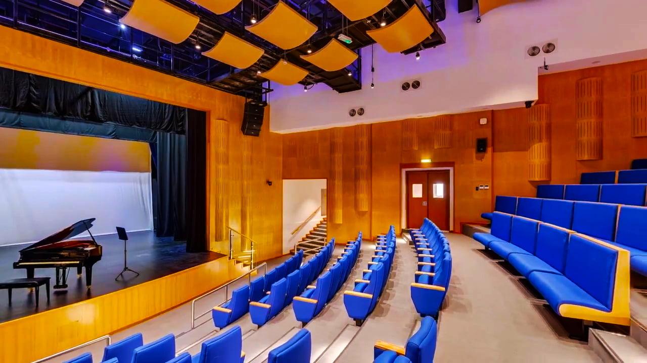 Foto des denkmalgeschützten Auditoriums der Dubai British School in Dubai an ihrem Schwesterschulstandort im Jumeirah Park