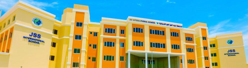 Larawan ng isang bata sa edad ng elementarya na nagbabasa sa JSS International School sa Dubai