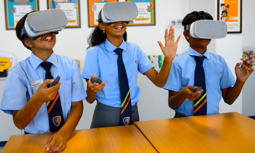 Beispiel für eine innovative Investition in Designtechnologie mit VR an der GEMS Heritage Indian School in Dubai