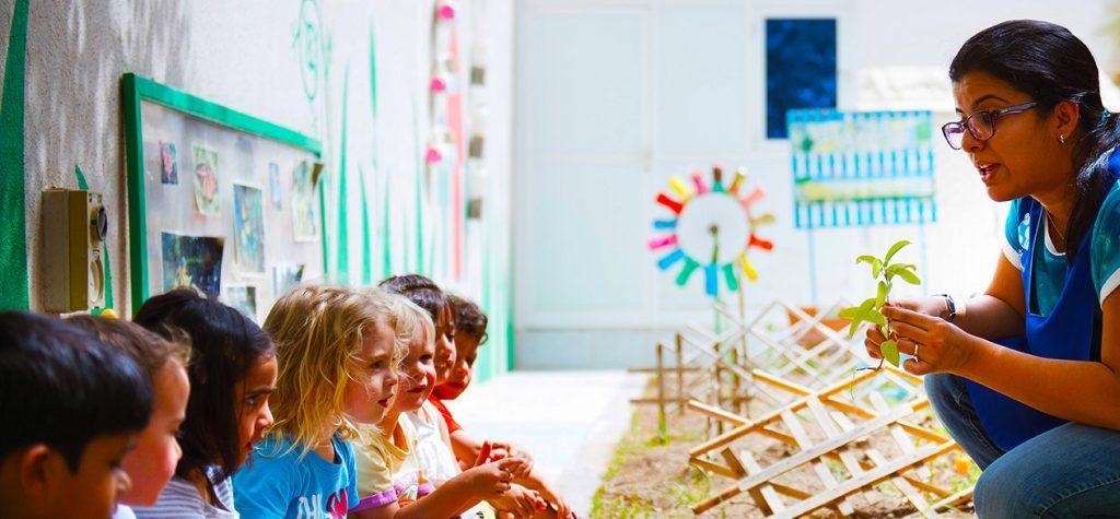 Ang mga bata sa Fairgreen International School sa Dubai ay natututo tungkol sa napapanatiling paggawa ng ani