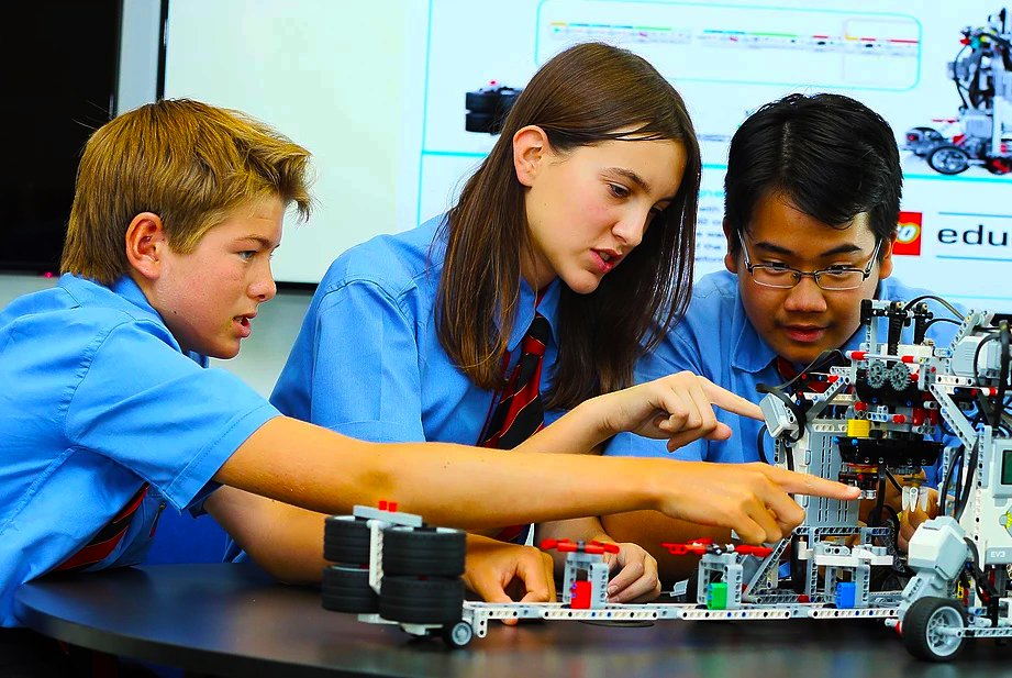 Facilities and inftrastructure are excellent at GEMS International School Al Khail as highlighted by this photograph of children exploring technology with LEGO Robotics