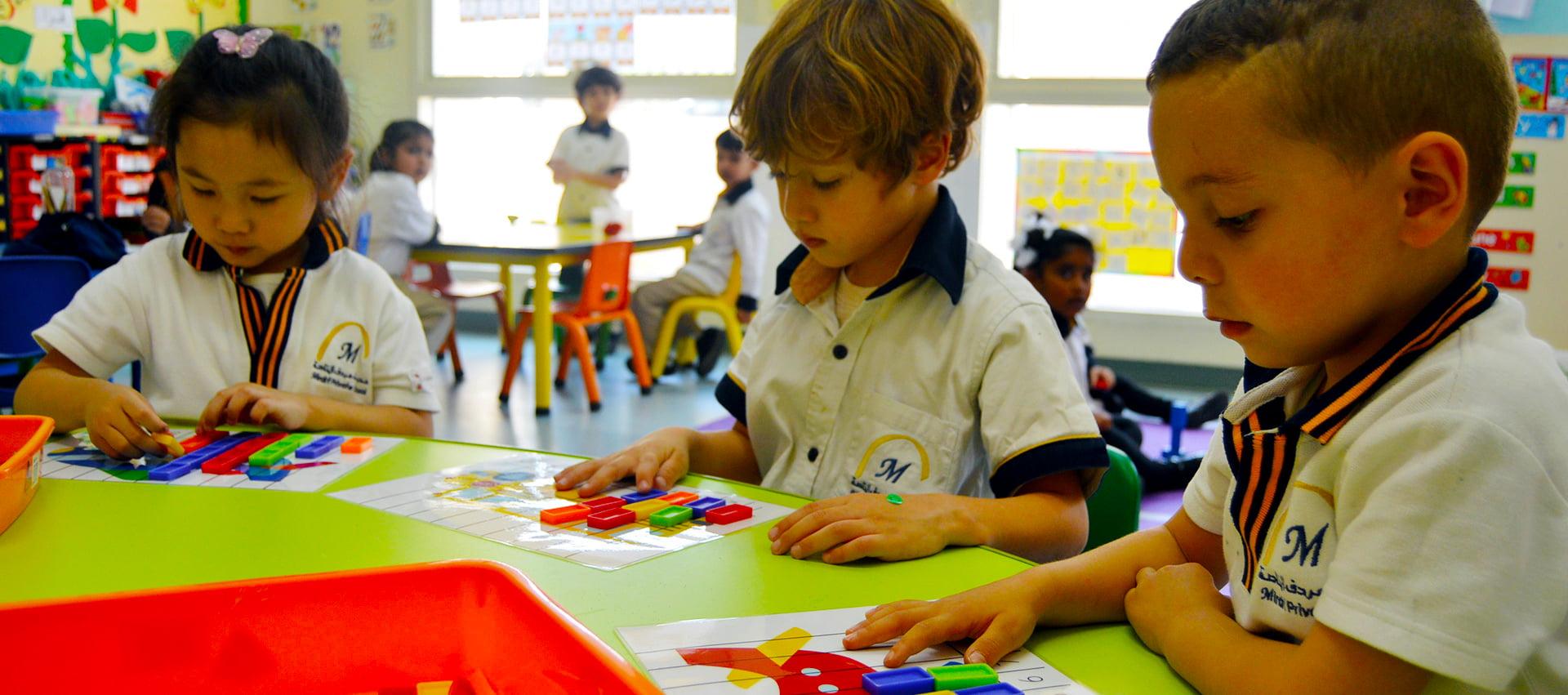 Larawan ng mga bata na natututo sa Mirdif private School sa Dubai