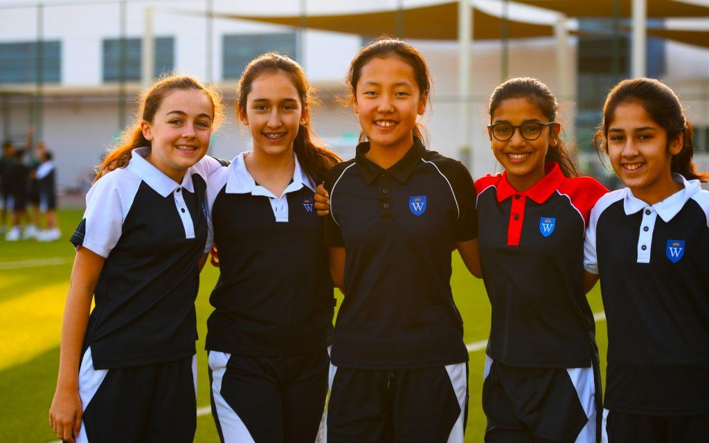 Ang mga pagpipilian sa palakasan para sa mga batang babae sa GEMS Wellington International School sa Dubai ay kasama ang football at netball na batang babae.