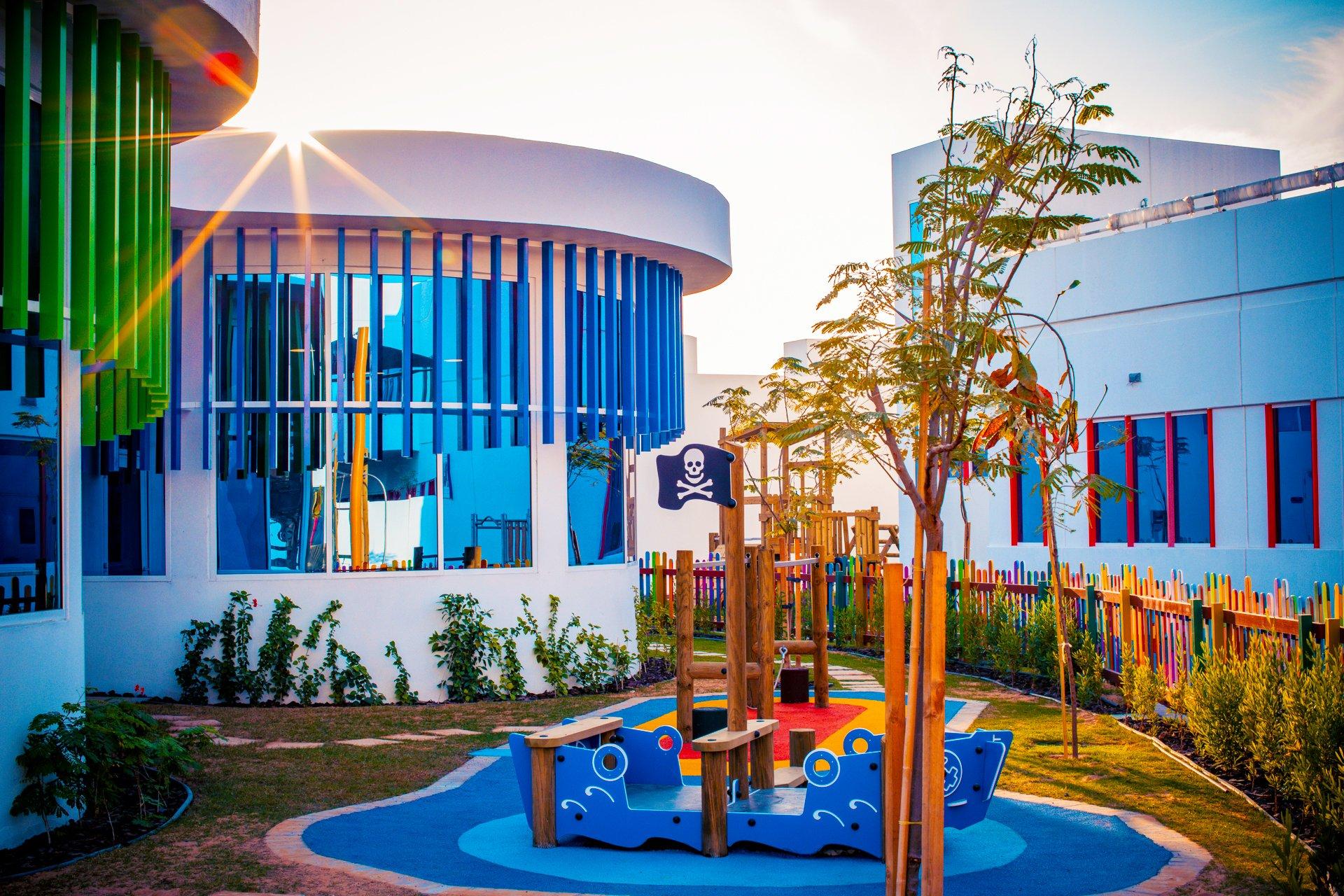 صورة تظهر واحدة من العديد من مناطق اللعب التفاعلية للأطفال الصغار في أكاديمية دبي هايتس في دبي