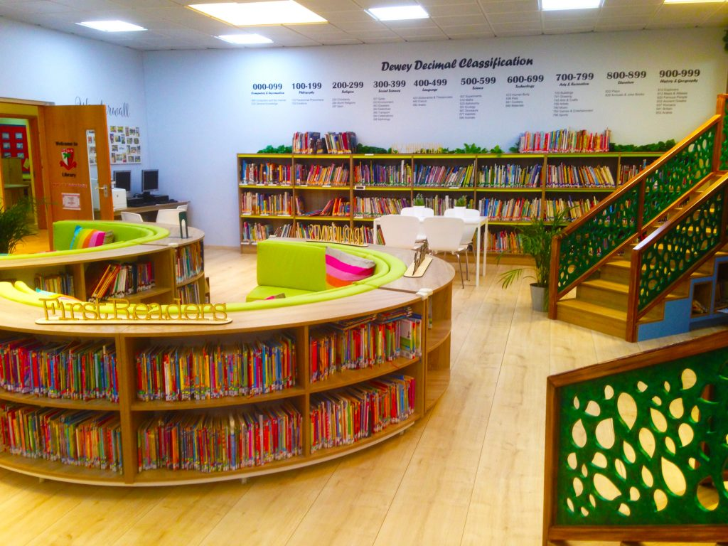 Photograph of the outstanding library at Dubai English Speaking School DESS in Dubai