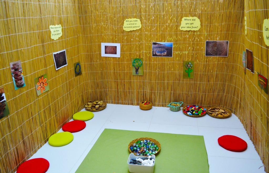 Der Musterraum im Future International Nursery Dubai, in dem die Kinder lernen, wie sie mit Formen umgehen, um Entwürfe zu erstellen. Aktivitäten stärken die Feinmotorik und die Perspektive und Vorstellungskraft jedes Kindes.