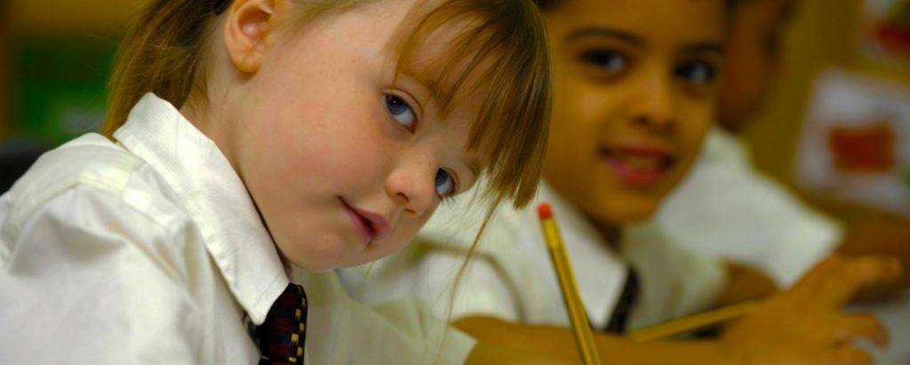 دعم EYFS الموسع للأطفال في السنوات الأولى هو ميزة بارزة للتعليم في أكاديمية جيمس ويلينجتون الخيل
