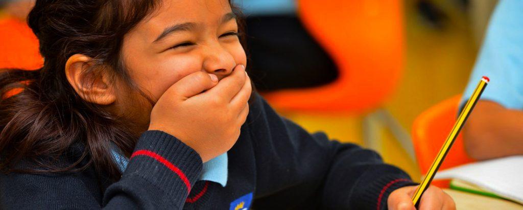 إن ثقافة السعادة متجذرة بعمق في الأخلاقيات والتركيز الكامل على الطفل في أكاديمية جيمس ويلينجتون الخيل