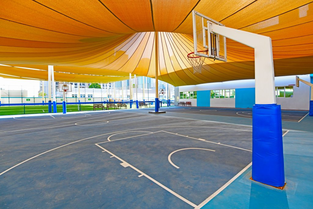 Review ng GEMS Wellington Primary School - Panlabas na basketball Court at Play area