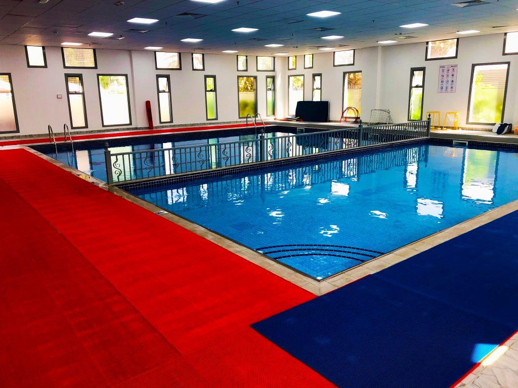 Die internen Schwimmbäder des neuen Lycee Francais Jean Mermoz in Dubai werden im September 2019 eröffnet