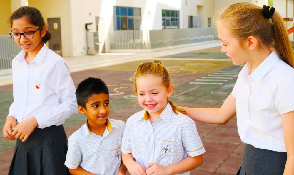 Ang Tunay na Kuwento ng Coronavirus Covid 19 Direktang mula sa Mga Paaralang. Ipinaliwanag ni Joanne Wells kung paano tumugon ang South View School sa paghinto ng mga paaralan ng UAE upang matulungan ang mga magulang.