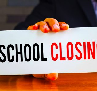 Jede Schule in den VAE wird geschlossen, da die Regierung der VAE Maßnahmen gegen das Coronavirus Covid-19 2020 ergreift. Schulen in Dubai, Abu Dhabi und Sharjah reagieren bereits