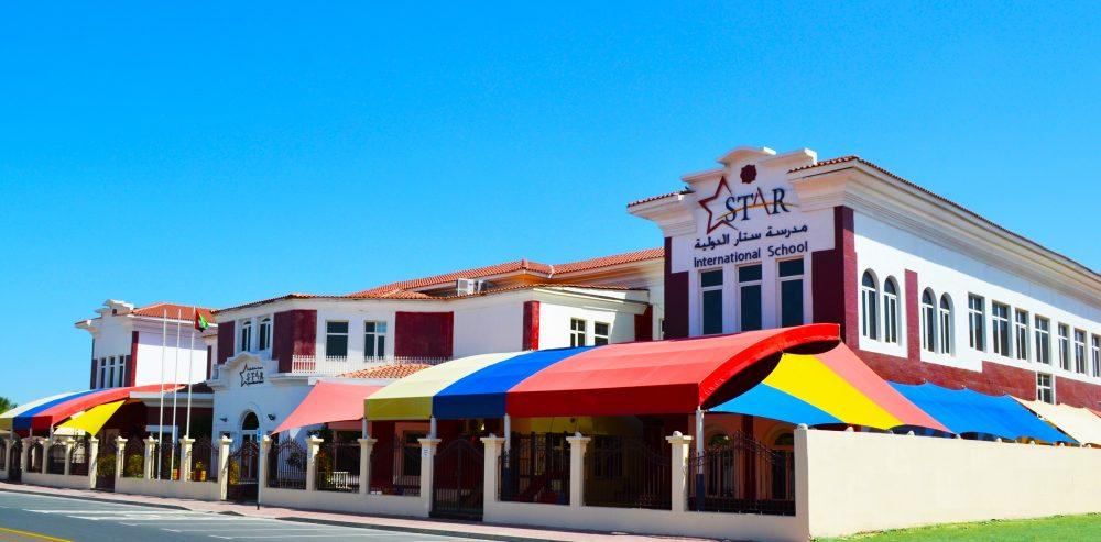 Fotografía tomada en mayo de 2020 de Star International School Al Twar que muestra los principales edificios escolares y la entrada a la escuela.