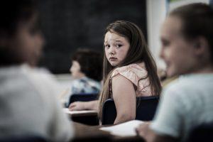 La intimidación es horrible. Esta guía argumenta que en las escuelas, las escuelas deben asumir la responsabilidad de gestionar el problema. No es así, no debería ser un problema que enfrentan usted o su hijo.