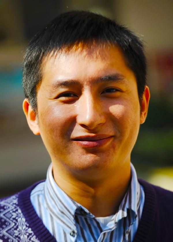 تشنغ جيان هوا ، نائب مدير المدرسة الصينية في دبي