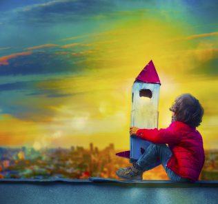 كيف تختار أفضل مدرسة لطفلك. قادة المدرسة يكشفون كل شيء. رسم توضيحي لصبي يحلم كبير بصاروخ لإبراز كيف تلهم أفضل المدارس الأطفال.