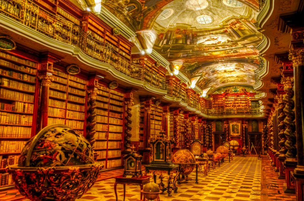 Schreiben Sie eine Novel Challenge-Illustration der Bibliothek, in der sie die Blaupausen verstecken muss - und sich selbst.
