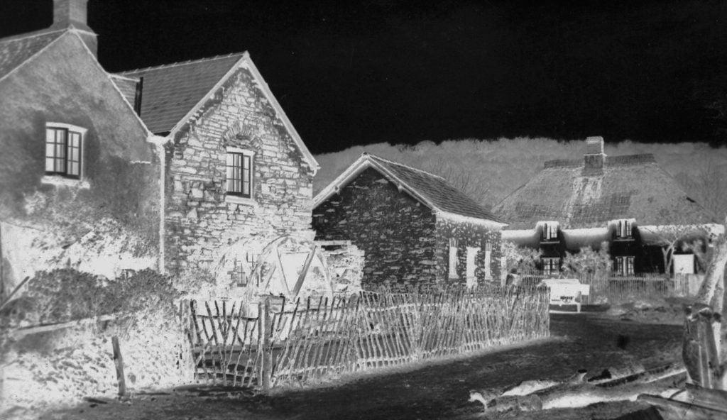 alte Dorfillustration, die einen von Kindern geschriebenen Roman zum Leben erweckt.