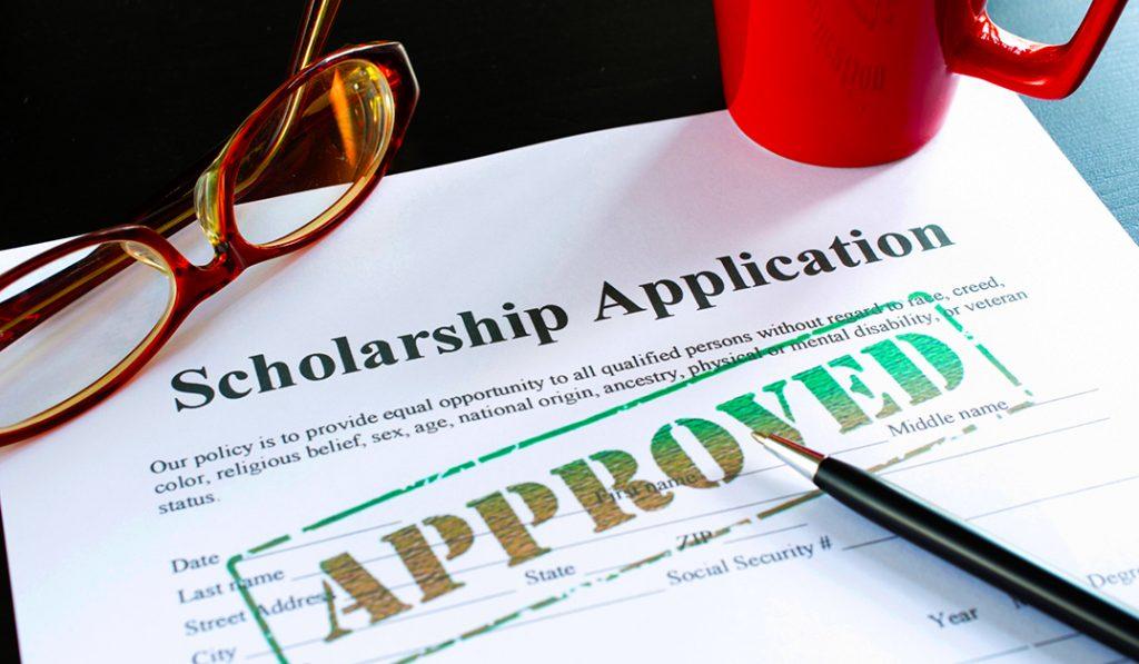 Ein Test für eine herausragende Schule ist, ob sie Stipendien vergibt. für Kinder, deren Familien sich die Gebühren sonst nicht leisten könnten.