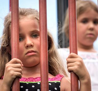 يخسر الأطفال العطلة الصيفية بسبب خطط تقليصهم إلى أسبوعين فقط كما ناقشتها الحكومة