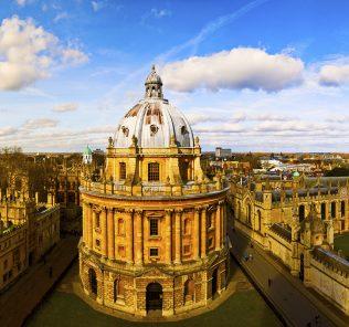 von Dubai an die University of Oxford von Jessica Cullen. Ein Leitfaden für die Bewerbung an der Universität.