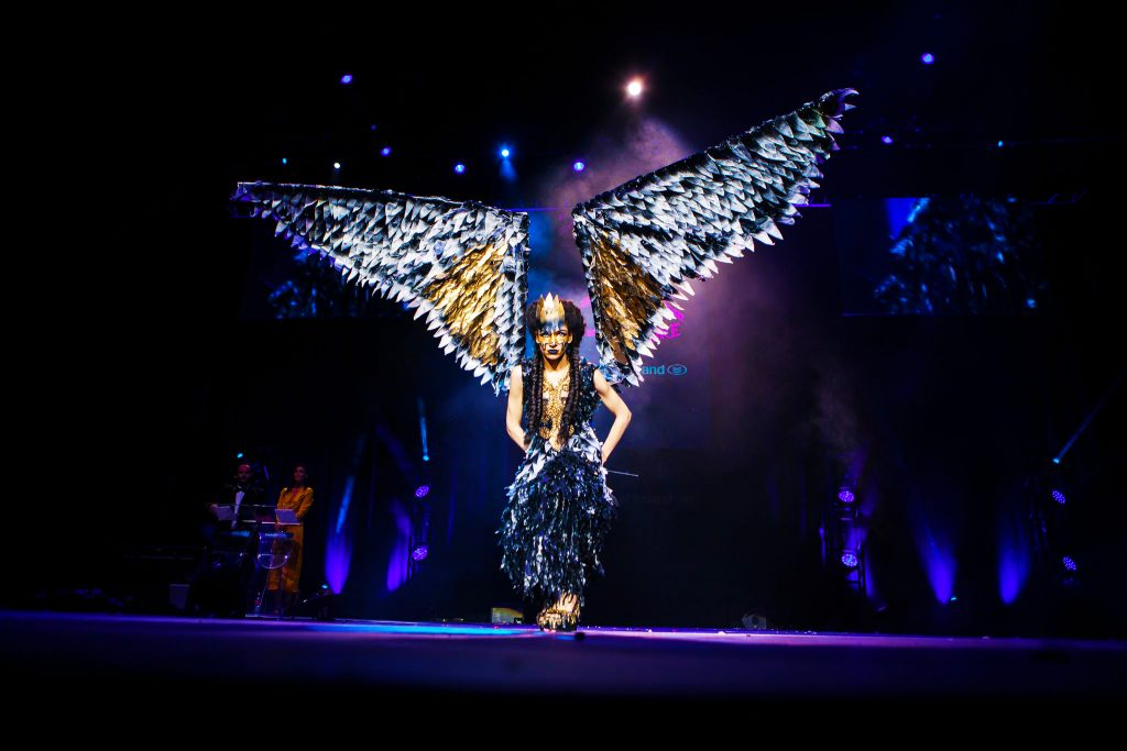 جنك كوتور أجنحة الملاك في الموضة - تمرين في الهيكل في الموضة