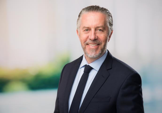سايمون جودريس مدير مدرسة دبي البريطانية في يوم النتائج المستوي 2021